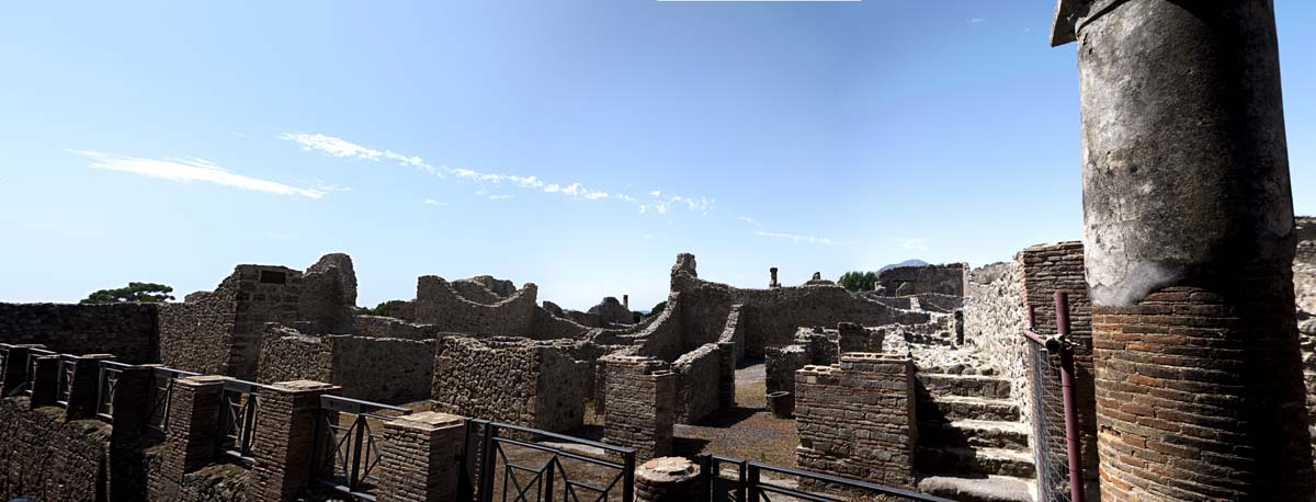 pompei_colunade_wall.jpg